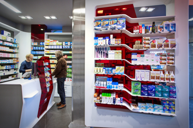 A pharmacy in France as part of a guide to French healthcare in 2021.jpg