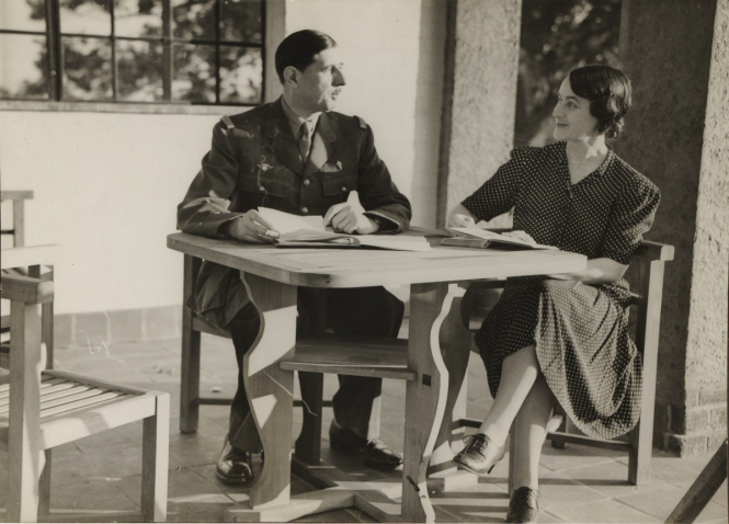 Charles de Gaulle and his wife Yvonne in London. Photo from Planet News.