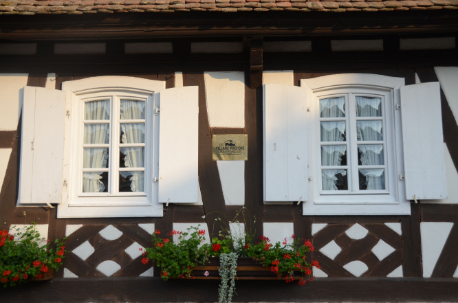 Details on a Hunspach house. Uncredited.