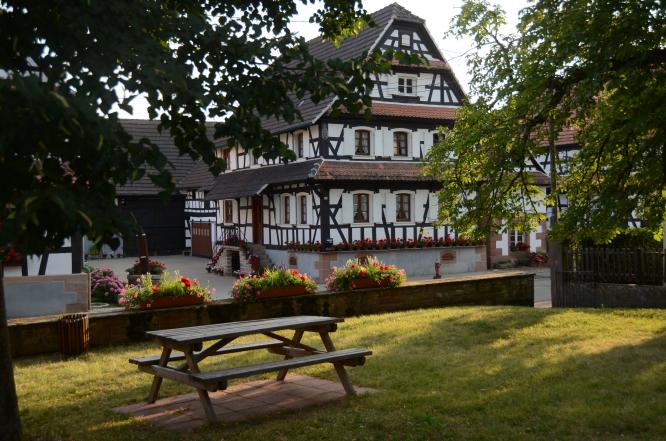 Hunspach village. Uncredited.