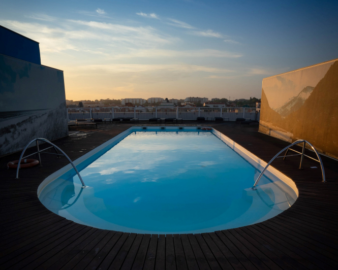 Swimming pool in Biarritz, France. Karim Ben Van / Unsplash