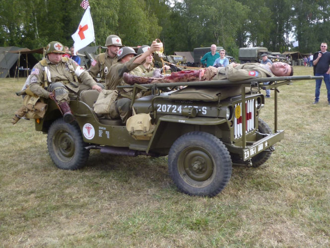 a jeep taking part in the Traversee de Paris