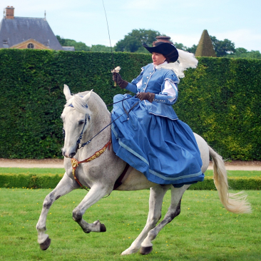 One historical re-enactment group in Saumur consists entirely of horsewomen