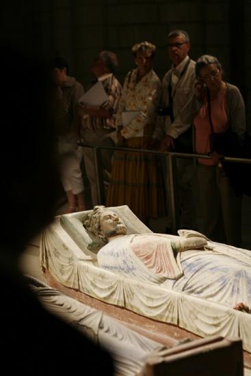 Visitors at Richard's tomb at Fontevraud