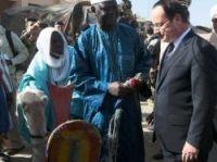 President Hollande is presented with the camel - Photo: Presidence de la Republique S Ruet