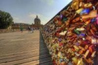 Don't leave a love lock, take a selfie, Paris begs romantic couples