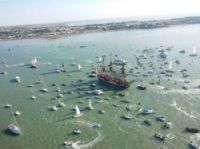 Thousands of small craft surrounded the Hermione - Photo: Photo David Compain-Ville de Rochefort