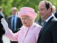 President Hollande welcomes the Queen to France - Photo: Presidence de la Republique