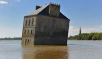 The submerged Maison dans la Loire