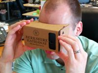 Trying out a Google Cardboard headset – Photo: Det Ansinn