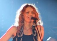 A performers' strike forced Vanessa Paradis off stage last night