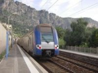 TER services between Nice and Menton were delayed when a kite got caught on overhead wires