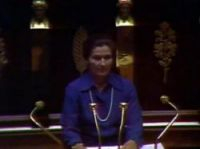 Simone Veil presents her speech