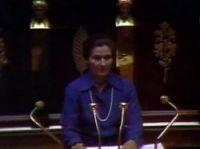 Simone Veil presents her speech