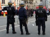 Magazine offices are under police guard - Photo: Frédéric Boutard - Fotolia.com