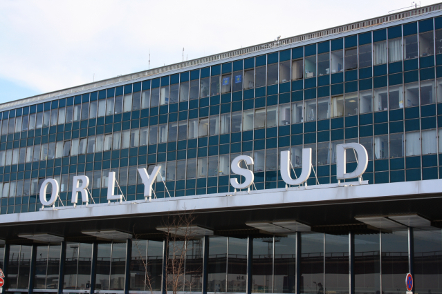 Glass-fronted building with Orly Sud written on canopy
