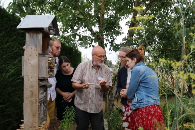 Dominique Birault explaining Jardin des Plantes Magiques