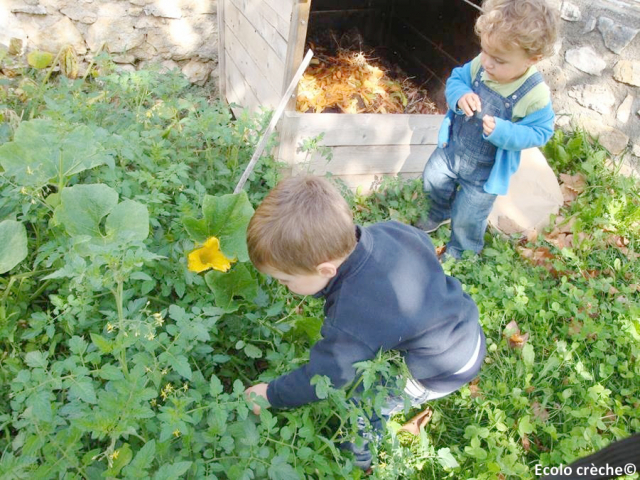 Children gardening at Ecolo Creche