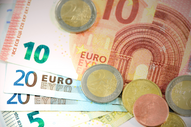 Euro banknotes are still used despite credit cards and other financial services