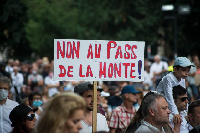 Protesting against pass sanitaire