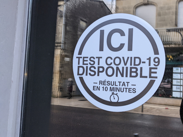 French COVID-19 test sign