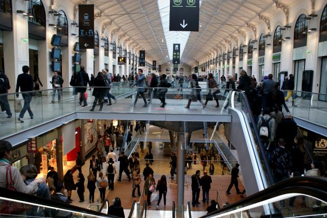 The interior concourse at Gare Saint-Lazare in Paris