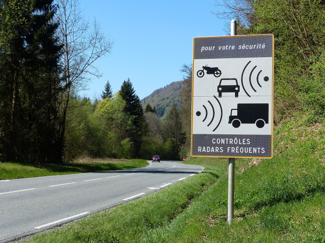 A speed radar warning sign at the side of a French road