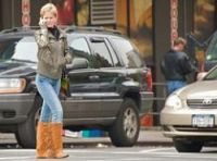 Woman keeps an eye out while crossing street - Photo: Ed Yourdon-CC