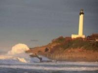 High waves lashed the lighthouse promontory at Biarritz – Screengraph: Sud-Ouest