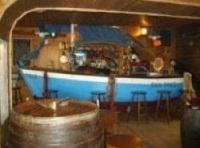 Mamm Kounifl is a popular music bar