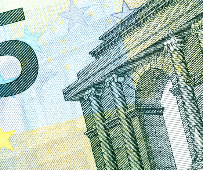 A close-up of a 5 euro note. Bill Blevins offers 5 Financial Planning Resolutions for Britons in France post-Brexit