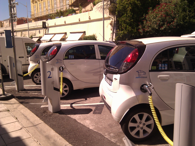 Automotive giant aims to offer electric cars with 800km ...