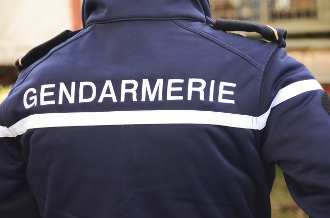 An image of the back of a gendarme's uniform