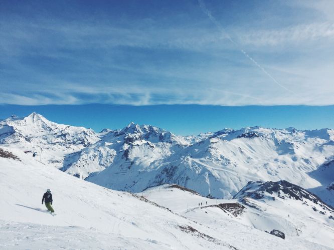 Alpes-Maritimes - where you can ski in the morning and take a dip in the warm sea in the afternoon. Photo: snowboarder on slopes by Robert Bye on Unsplash.