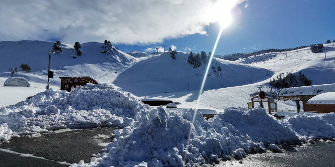 Snowfall across the Alps with a sunny sky. 'Remarkable' early snowfall in French mountain ranges