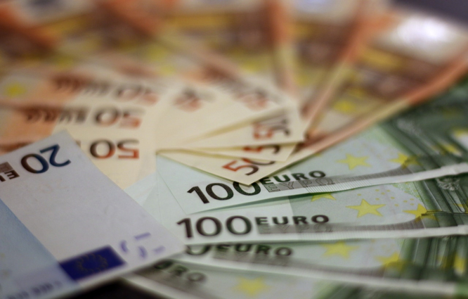 A pile of 20, 50 and 100 euro banknotes. A new report has defined what 'rich' means in France