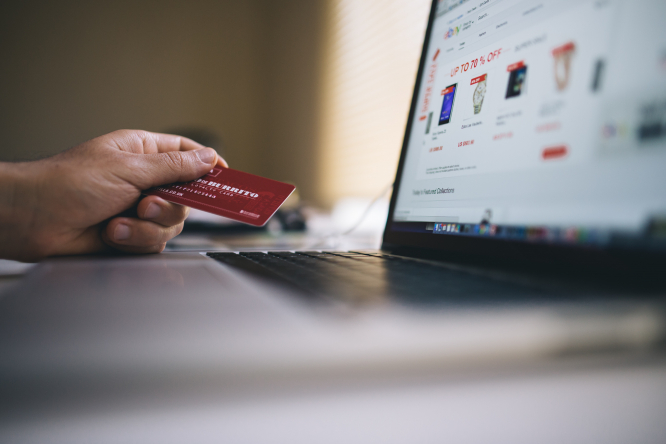 Buying online with credit card. Shops call for cancellation of Black Friday in France