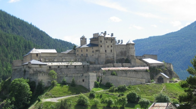 Fort Queyras on its rocky perch. Hautes-Alpes: Battle for €2m French fortress auctioned for €661k