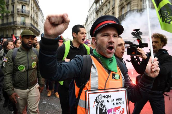 Image result for general strike france greve general
