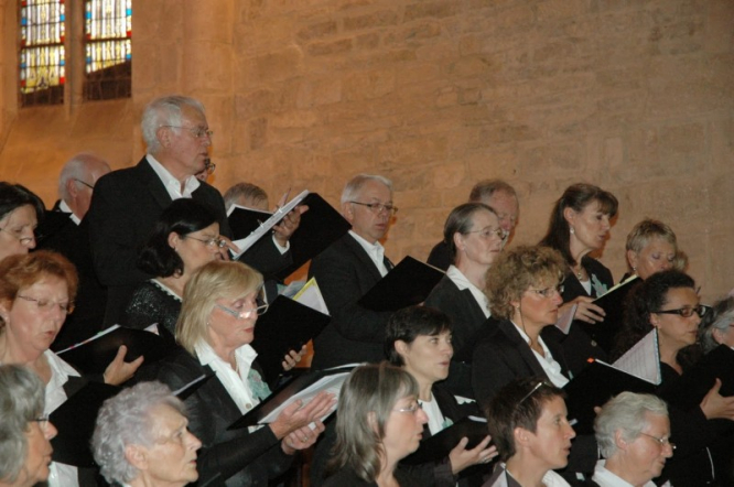 Choir dressed in black with white