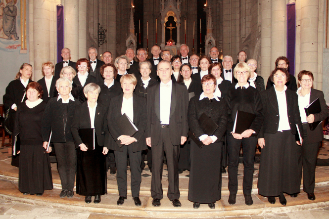 Contrepoint choir in Saumur - Helen Davey, third from right on front row