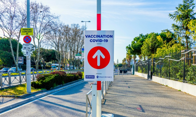 An arrow pointing to a vaccination centre in Nice, France. Covid France: 'Health pass effect' brings optimism for autumn