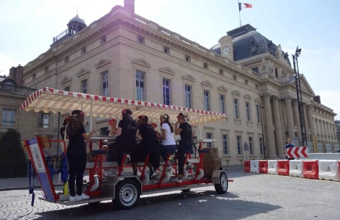 Paris 15-seat bike rides around Paris. Paris cycle cafe combines beverages and bikes