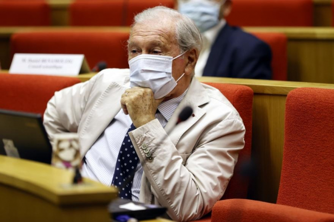Professor Delfraissy in a mask. Is the UK's new Covid variant spreading in France?