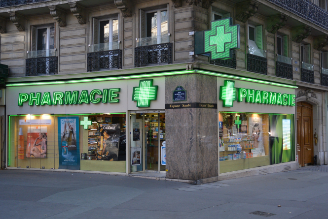 French pharmacy. Explained: New home Covid tests on sale in France, how to use them