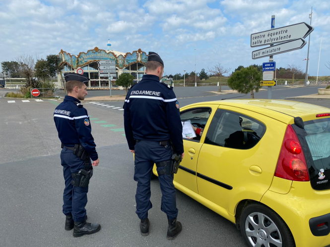 Gendarmerie check driver attestation 100km forms in the Calvados department