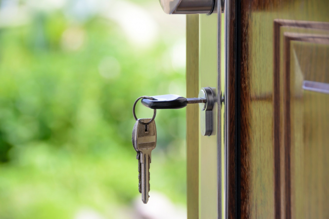 A key in a door. Where in France can you negotiate the most on property prices?