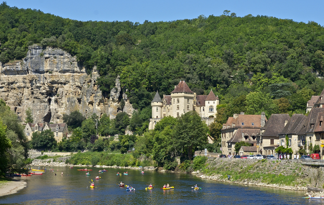 La Roque Gageac, Dordogne. Article: what makes the French, French? Photo: Jebulon / CC BY-SA 3.0