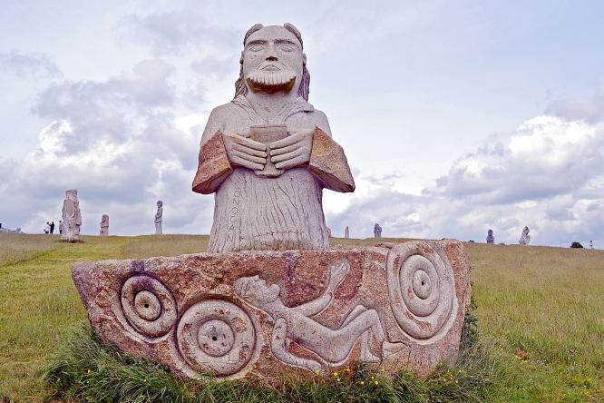 La Vallee des Saints statue