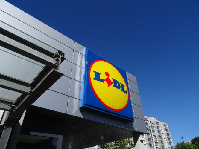 Lidl supermarket logo. French supermarket recalls beef steaks with wrong expiry date